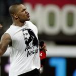collins john trekt shirt uit tijdens NEC-Udinese