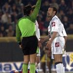 Paolo Montero krijgt een rode kaart
