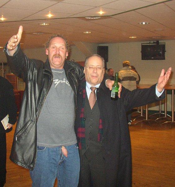 Burgemeester Deetman met Ado fan