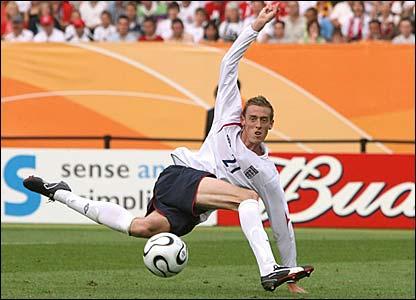 Peter Crouch doet een breakdance