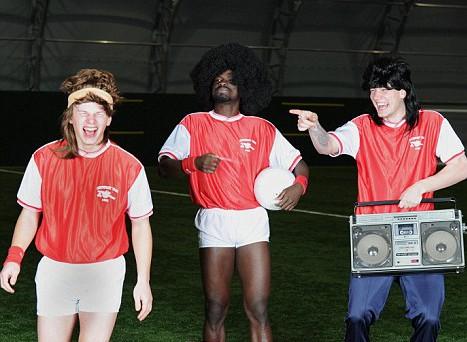 Arsenal spelers verkleed als New Kids