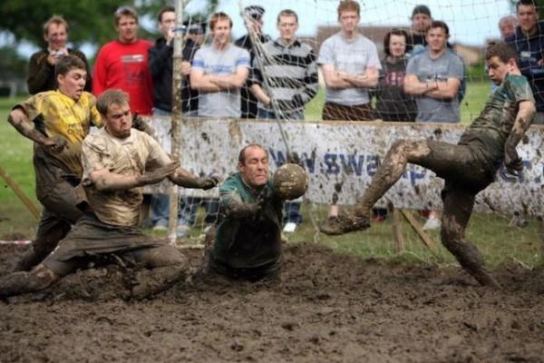 Voetbal in de modder