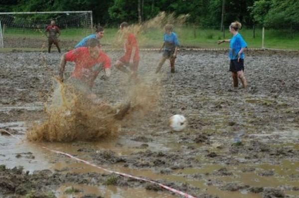 Potje moddervoetbal