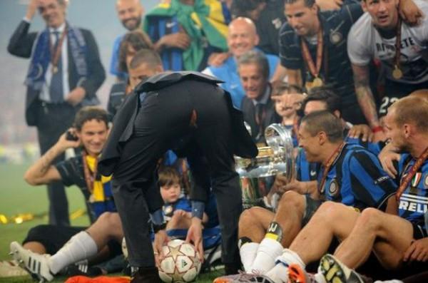 Jose Mourinho scheurt uit zijn broek