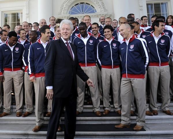Bill Clinton lacht om Team USA