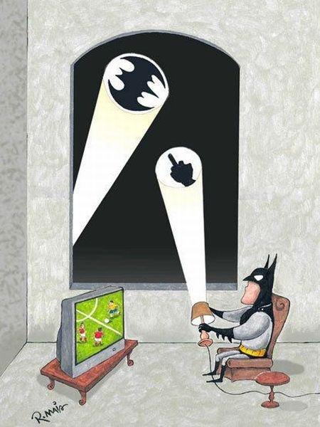 batman kijkt voetbal