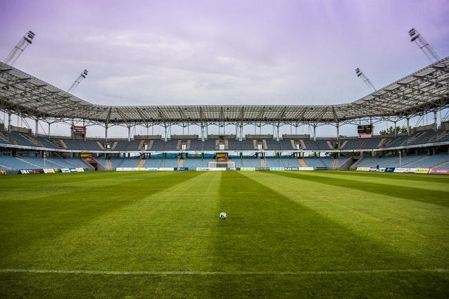 hoe groot is een voetbalveld